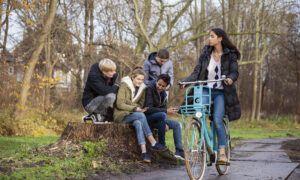 tieners met fiets